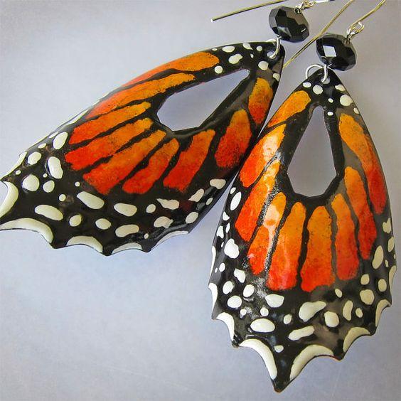 Украшение в форме крыльев бабочки