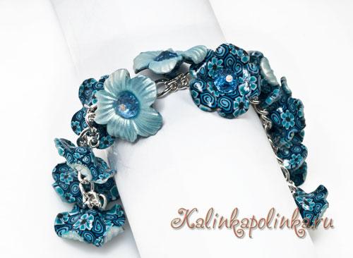 браслет на цепочке с синими цветами