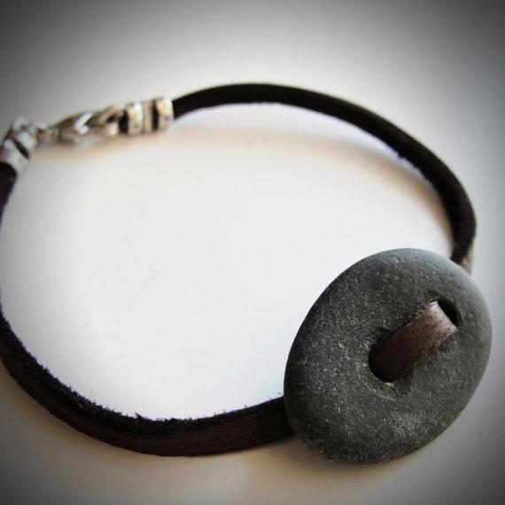 браслет с камнем