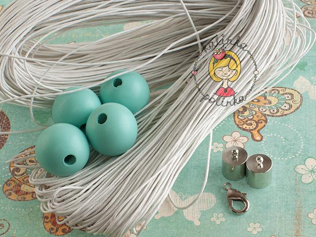 вощеный шнур в пасме и деревянные бусины