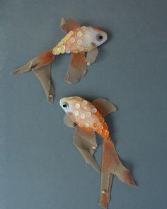 Текстильные рыбы, расшитые пайетками.