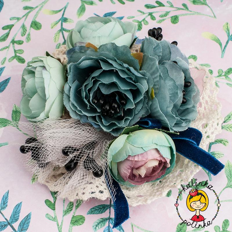 Бохо-брошка с цветами из ткани и кружев.